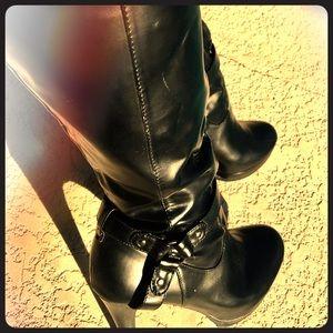 Beautiful Black Heeled Boots 😍